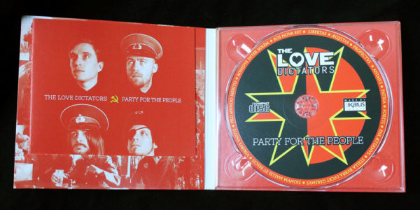"Innenseite des The Love Dictators Albums ""Party for the People"""