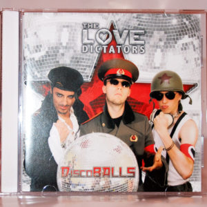 "Vorderseite des The Love Dictators Albums ""DiscoBALLS"""